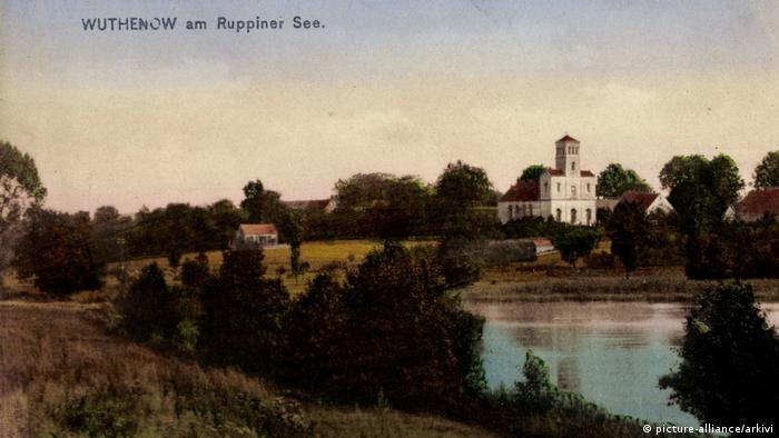 Postkarte: Wuthenow, Neuruppin in Brandenburg Kirche am See (picture-alliance/arkivi)