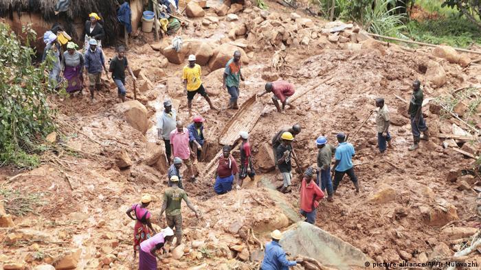 Rettungseinsätze nach Wirbelsturm «Idai» (picture-alliance/AP/T. Mukwazhi)