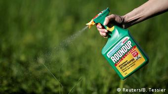 Η Bayer υποστηρίζει ότι το ζιζανιοκτόνο Roundup δεν προκαλεί καρκίνο όταν χρησιμοποιείται σωστά