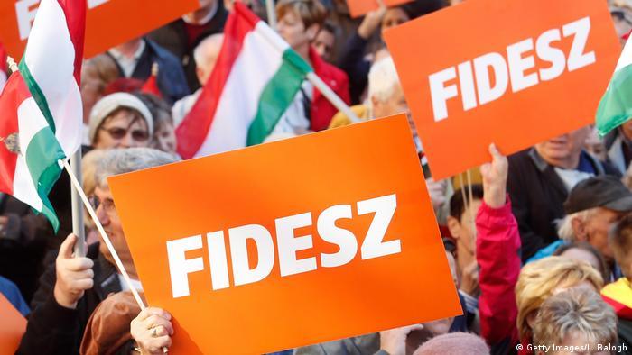 Прихильники партії Фідес під час передвиборчої кампанії у 2018 році