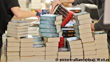 Leipziger Buchmesse 2019 | Vorbereitungen, Bücherstapel