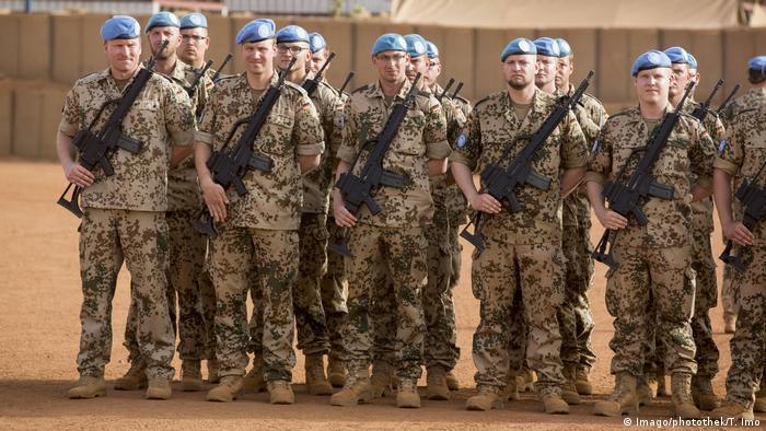 Bundeswehr in Mali | Deutsche Bundeswehr Soldaten im Camp Castor in Gao