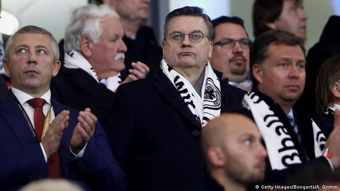 Reinhard Grinde durante partida da seleção alemã: gestão controversa na federação