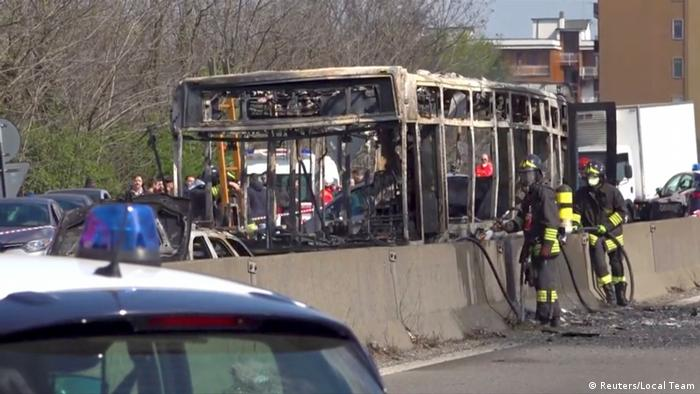 A burnt out bus that 51 students were taken hostage on in Ialy