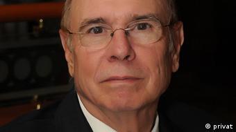 Luis Alberto Ambroggio, presidente de la delegación de Washington de la Academia Norteamericana de la Lengua Española.