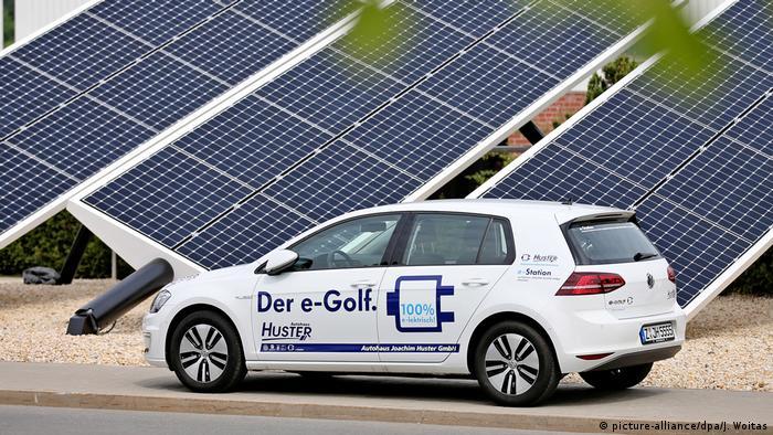 E-Auto | VW Golf (picture-alliance/dpa/J. Woitas)