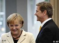 La canciller y su futuro socio de coalición, el liberal Guido Westerwelle.