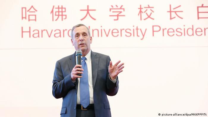 China Peking - Präsident der Harvard Univerität - Lawrence Bacow