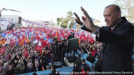 DW: Εκλογές - ορόσημο για τον Ερντογάν οι δημοτικές εκλογές