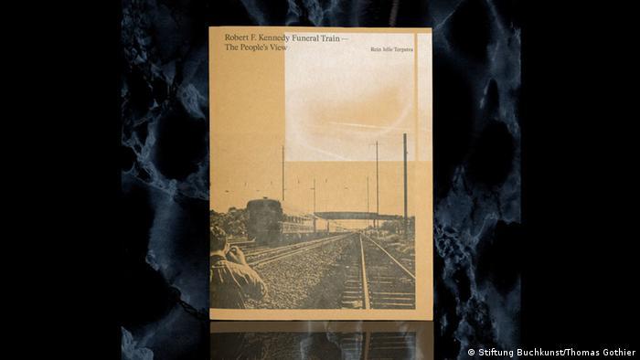Фотоальбом про потяг з тілом Кеннеді