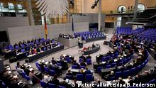 Deutschland Bundestag (picture-alliance/dpa/B. Pedersen)
