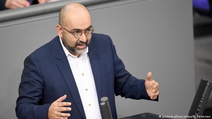 امید نوریپور متولد ژوئیه ۱۹۷۵ در تهران است. او در سال ۱۹۸۸ به آلمان مهاجرت کرد. نوریپور عضو حزب سبزها و نماینده مجلس آلمان (بوندستاگ) است.