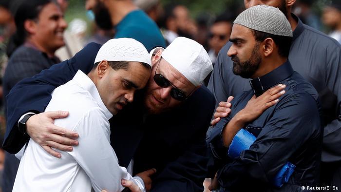 Траурную церемонию возле мечети Ан-Нур транслировали в прямом эфире
