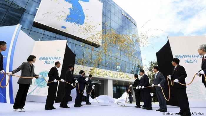 Nordkorea Eröffnungsfeier für das erste Verbindungsbüro in Kaesong (picture-alliance/AP/Yonhap)