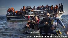 تصویر آرشیوی از یک قایق حامل پناهجویان در آبهای مدیترانه