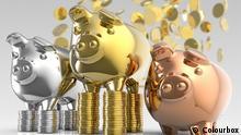 Sparschweine mit Münzen