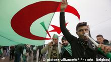 Algerien, Freitagsdemo (picture alliance/AP Photo)