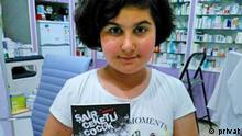 Rabia Naz Vatan holds up a book (privat)