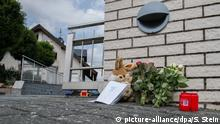 A small memorial sits outside a house where two children were killed in Mörlenbach, Germany (picture-alliance/dpa/S. Stein)