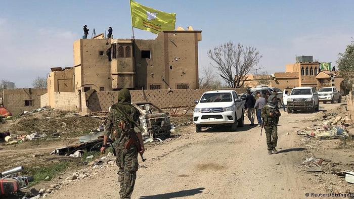 Syrien SDF Kämpfer in Baghouz