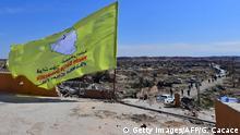 Syrien SDF Flagge in Baghouz