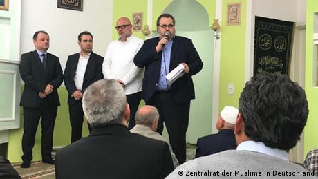 Deutschland Offenbach | Freitagsgebet im Albanischen Kulturverein (Zentralrat der Muslime in Deutschland )