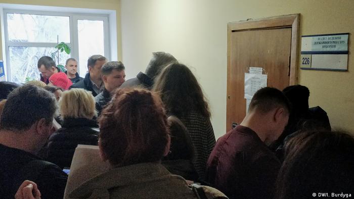 Черги у відділі ведення держреєстру виборців у Києві (архівне фото)