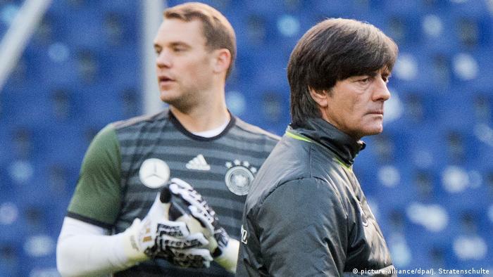 Joachim Löw und Manuel Neuer (picture-alliance/dpa/J. Stratenschulte)