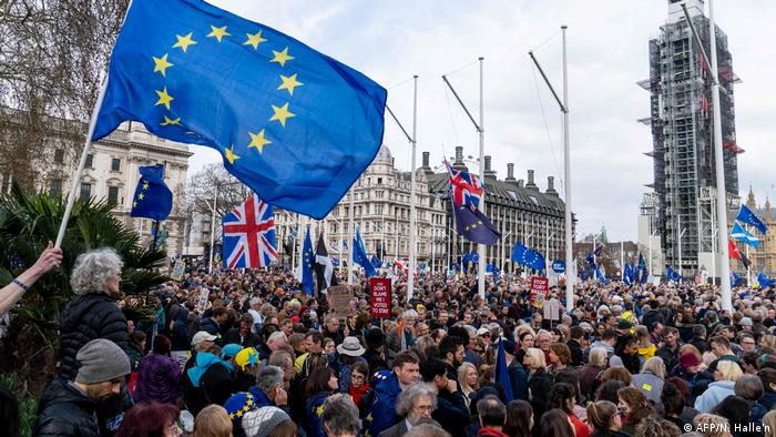 Crowds gather after the march to listen to speakers at a rally organised by the pro-European People's Vote campaign for a second EU referendum in Parliament Square, central London on March 23, 2019 (AFP/N. Halle'n)