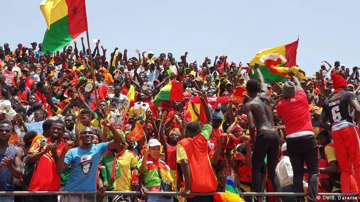 Adeptos guineenses lotaram o Estádio Nacional, em Bissau