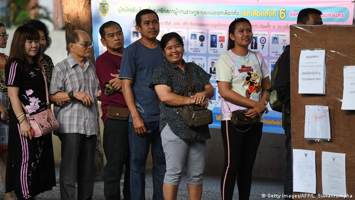 Thais queue up to vote in the 2019 general election (Getty Images/AFP/L. Suwanrumpha)