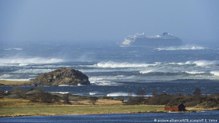 Norwegen Kreuzfahrtschiff Viking Sky in Seenot (picture-alliance/NTB scanpix/F.E. Vatne)