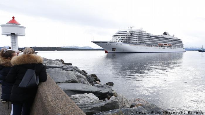 Norwegen Molde Kreuzfahrtschiff Viking Sky läuft in Hafen ein (picture-alliance/NTB scanpix/S.O. Ekornesvåg)