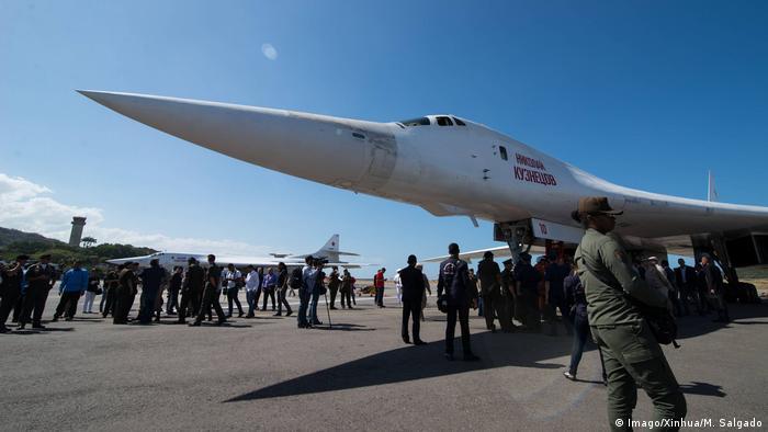 Bombardero ruso TU-160 en el aeropuerto de Maiquetía, Venezuela.
