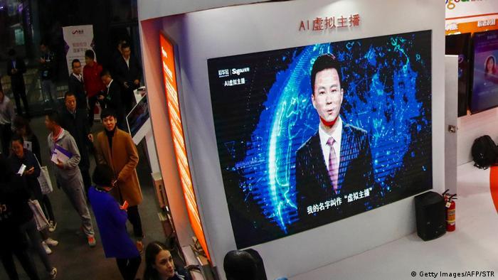 China veröffentlicht seinen ersten männlichen Moderator-KI-Roboter (Getty Images/AFP/STR)