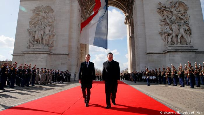 Chinese President Xi Jinping and French President Emmanuel Macron at the Arc de Triomphe in Paris