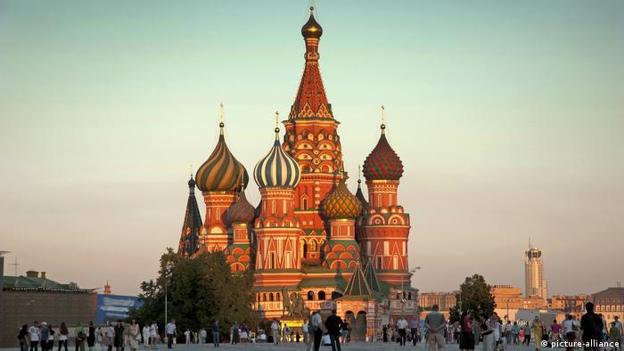 Собор в лучах солнца на Красной площади в Москве