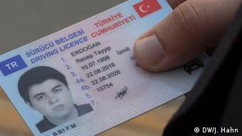 Personalausweis von Recep Tayyip Erdogan, 20 Jahre alt. (DW/J. Hahn)