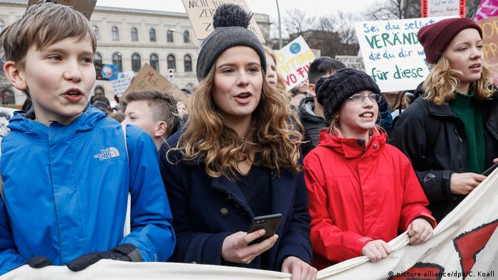 Berlin: Fridays for Future Demonstration (picture-alliance/dpa/C. Koall)