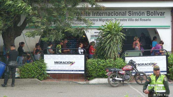 Venezolanos en la Oficina de Control Migratorio en Colombia.