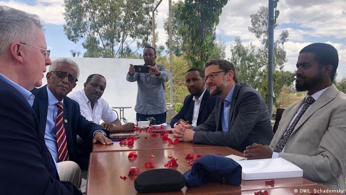 DW-Intendant Peter Limbourg und DW-Delegation in Äthiopien (DW/L. Schadomsky)