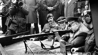 Министр обороны СССР Дмитрий Язов (второй справа, фото из архива)