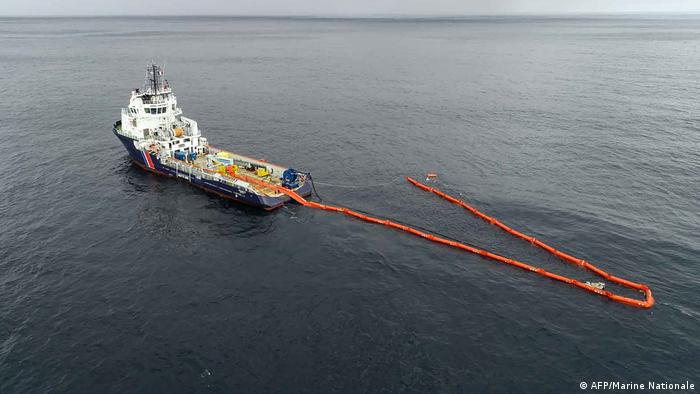 The BSAA Argonaute vessel installs a so-called boom to clean the oil spill (photo: AFP/Marine Nationale)
