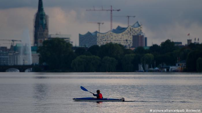 Die neue Elbphilharmonie in Hamburg (picture-alliance/dpa/D. Bockwoldt)