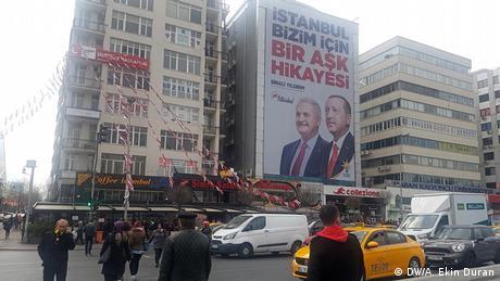Παρά τη νίκη το κόμμα του Ερντογάν αιμορραγεί