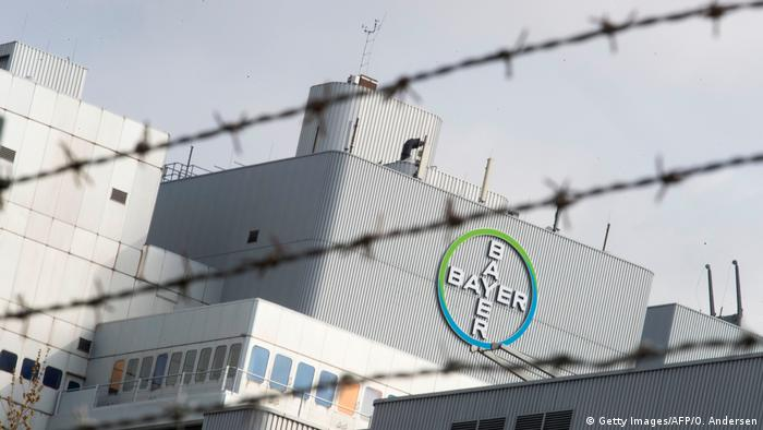Symbolbild - Bayer - Monsanto (Getty Images/AFP/O. Andersen)
