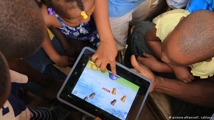 Children using a tablet in Togo. Photo credit: picture-alliance/C. Leblanc.
