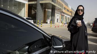 Женщина с водительскими правами в Эр-Рияде