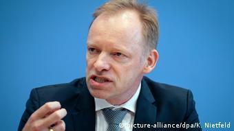 Deutschland Berlin   Clemens Fuest, ifo Institut (picture-alliance/dpa/K. Nietfeld)