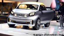 ARCHIV - 06.03.2019, Schweiz, Genf: Beim Genfer Autosalon wird am zweiten Pressetag das elektrisch angetriebene Showcar Smart Forease präsentiert. Der Autobauer Daimler bringt seinen Kleinwagen Smart in ein Joint Venture mit seinem chinesischen Großaktionär Geely ein. Die nächste Generation des Kleinwagens soll schon in einer neuen, eigens dafür gebauten Fabrik in China produziert werden, teilten Daimler und Geely am 28.03.2019 mit. Foto: Uli Deck/dpa +++ dpa-Bildfunk +++ | Verwendung weltweit